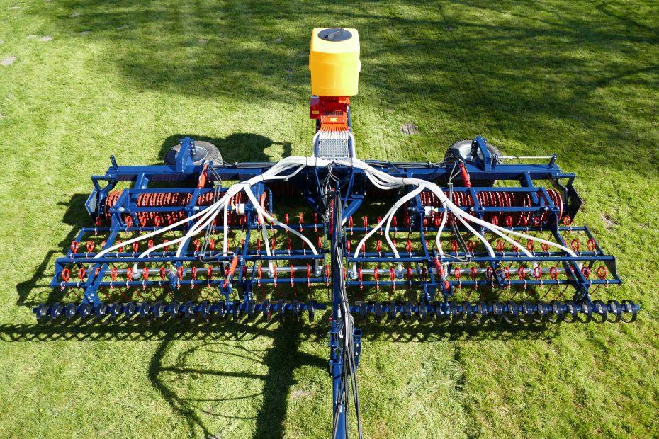 GRÜNLAND-PROFI 6 W-ST - Crossboard, Striegeleinheit dreifach, Parallelogramm,  Cambridgewalze, Streuereinheit